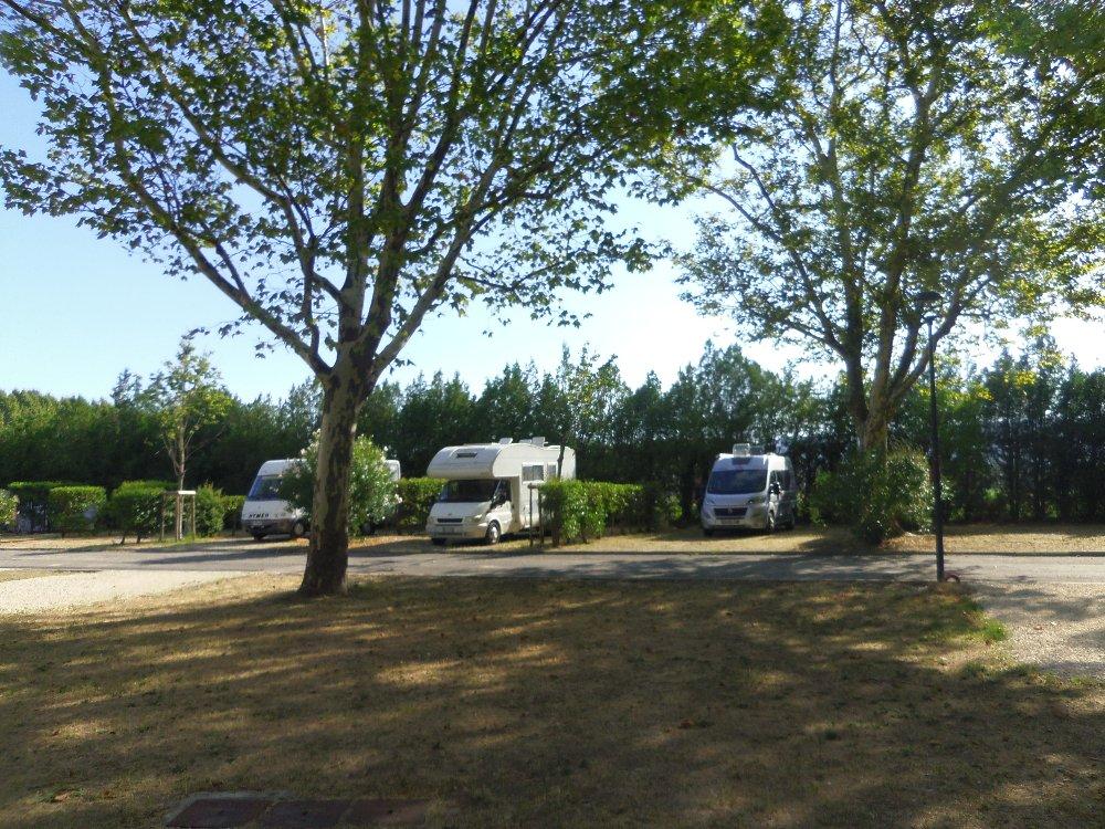 Aire camping-car à Cavaillon (84300) - Photo 2